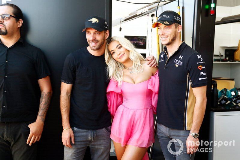 Singer Rita Ora with Jean-Eric Vergne, DS TECHEETAH, Andre Lotterer, DS TECHEETAH in the garage