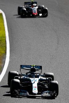 Valtteri Bottas, Mercedes AMG F1 W09, leads Kevin Magnussen, Haas F1 Team VF-18