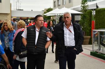Zak Brown, CEO de McLaren Racing y Lawrence Stroll, propietario del equipo Racing Point Force India
