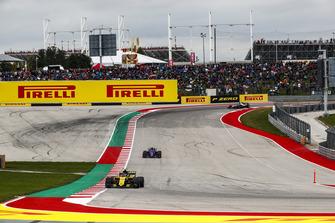 Carlos Sainz Jr., Renault Sport F1 Team R.S. 18, Pierre Gasly, Scuderia Toro Rosso STR13