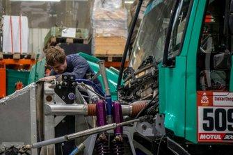 Team Petronas De Rooy Iveco mechanic