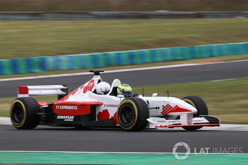 Zsolt Baumgartner, F1 Experiences coche de 2 plazas
