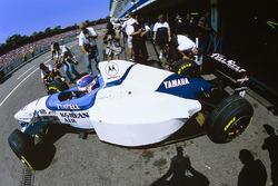 Укио Катаяма, Tyrrell 024: передние шины на задней оси