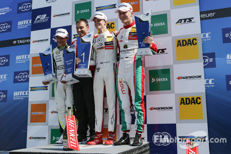 Podium : le vainqueur Callum Ilott, Prema Powerteam, Dallara F317 - Mercedes-Benz, le deuxième, Lando Norris, Carlin Dallara F317 - Volkswagen, le troisième, Maximilian Günther, Prema Powerteam Dallara F317 - Mercedes-Benz