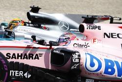 Sergio Perez, Sahara Force India F1 VJM10, Lewis Hamilton, Mercedes AMG F1 W08