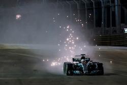 Funkenflug: Lewis Hamilton, Mercedes AMG F1 W08