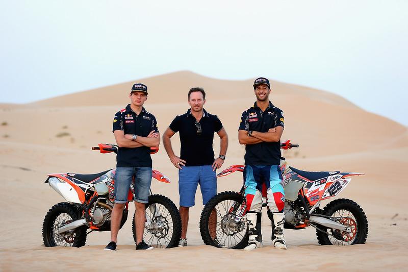 Max Verstappen, Red Bull Racing, Christian Horner, director del equipo Red Bull Racing y Daniel Ricciardo, Red Bull Racing posan para la foto