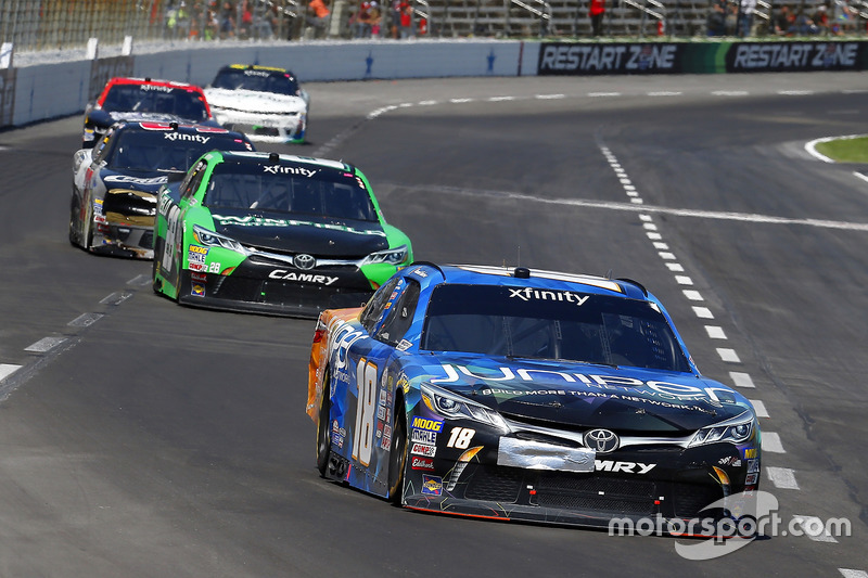Daniel Suárez, Joe Gibbs Racing, Toyota; Dakoda Armstrong, JGL Racing, Toyota