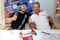 Rob Huff, All-Inkl Motorsport, Citroën C-Elysée WTCC; Tiago Monteiro, Honda Racing Team JAS, Honda Civic WTCC