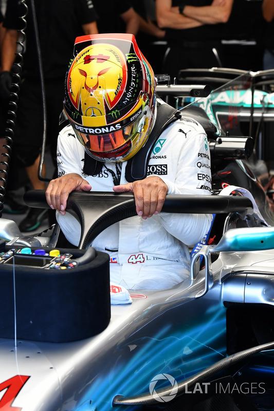 Lewis Hamilton, Mercedes-Benz F1 W08 with halo
