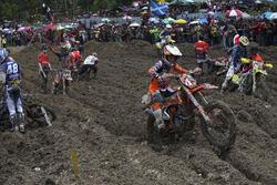 MX2: Trek berlumpur saat Race 2