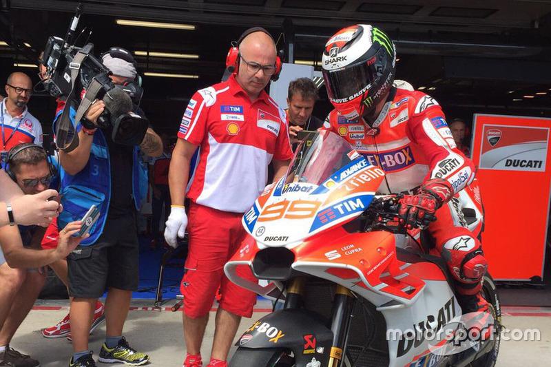 Хорхе Лоренсо на Ducati с новым оперением