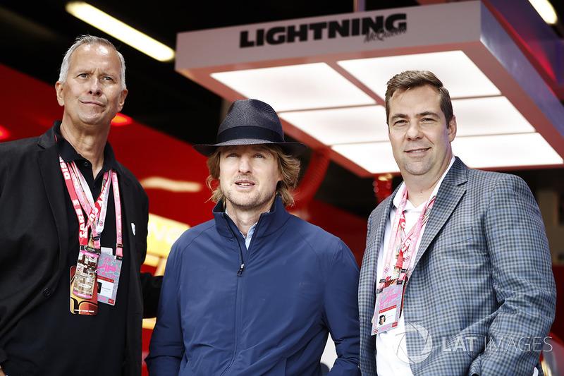 Великобритания: актер Оуэн Уилсон (в центре), Кевин Реэр и Брайан Фи, Disney