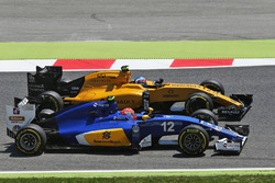 Felipe Nasr, Sauber C35 en Jolyon Palmer, Renault Sport F1 Team RS16