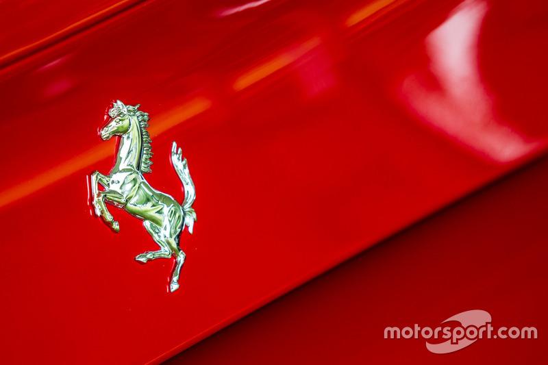 Classic Grand Tour: лого Ferrari 488 Spider