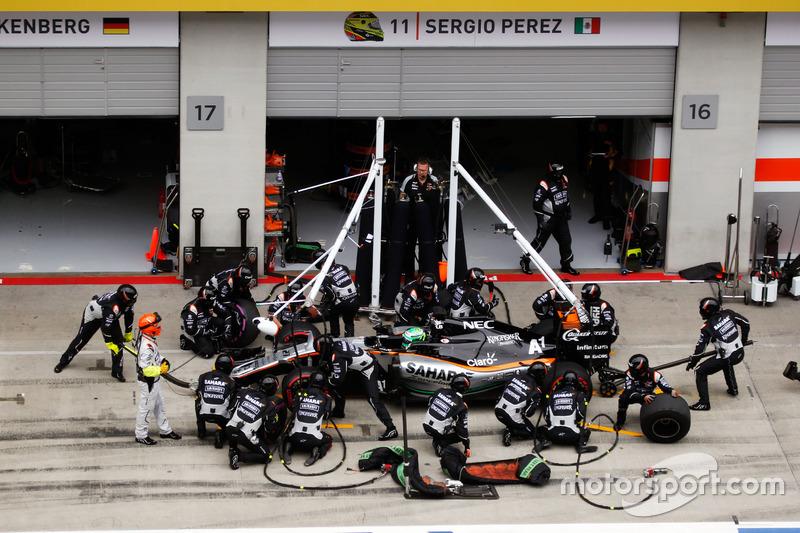 Nico Hulkenberg, Sahara Force India F1 VJM09, pit stop
