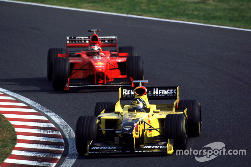 Damon Hill, Jordan devant Michael Schumacher, Ferrari