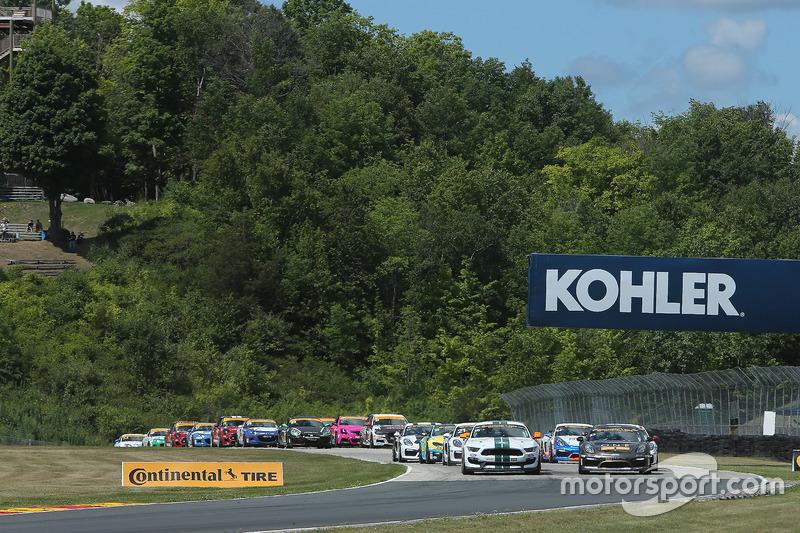 Start: #15 Multimatic Motorsports Mustang Boss 302R: Billy Johnson, Scott Maxwell leads the field to