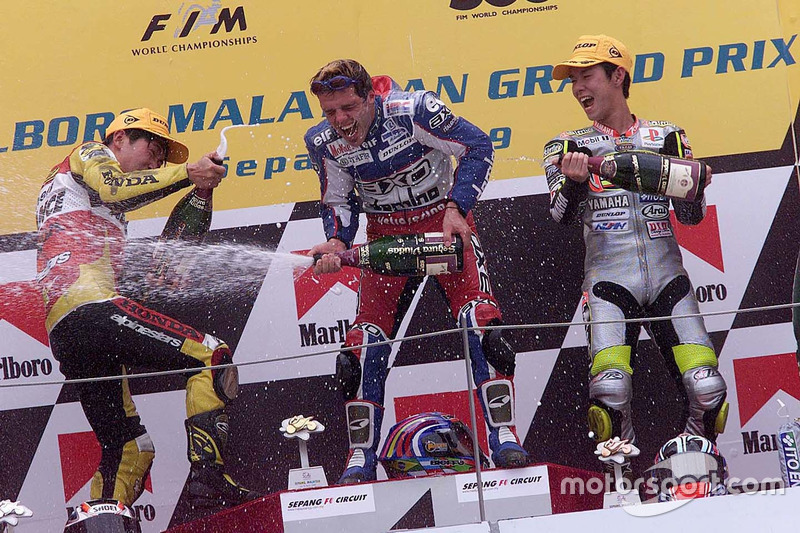 Podium: winner Loris Capirossi, second place Tohru Ukawa, third place Shinya Nakano
