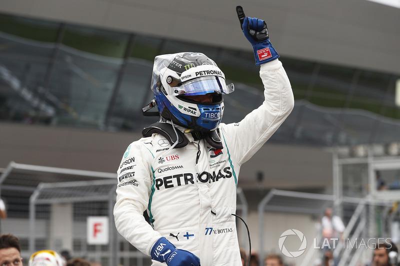 Обладатель поула Валттери Боттас, Mercedes AMG F1