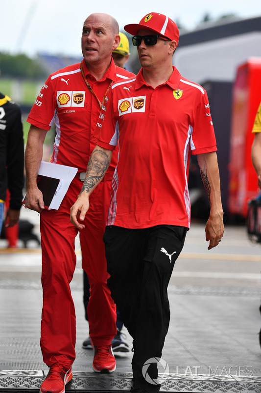 Kimi Raikkonen, and Jock Clear, Ferrari Chief Engineer