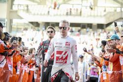 Kevin Magnussen, Haas F1 Team, Romain Grosjean, Haas F1 Team, in the drivers parade