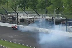 Crash de James Davison, A.J. Foyt Enterprises with Byrd / Hollinger / Belardi Chevrolet
