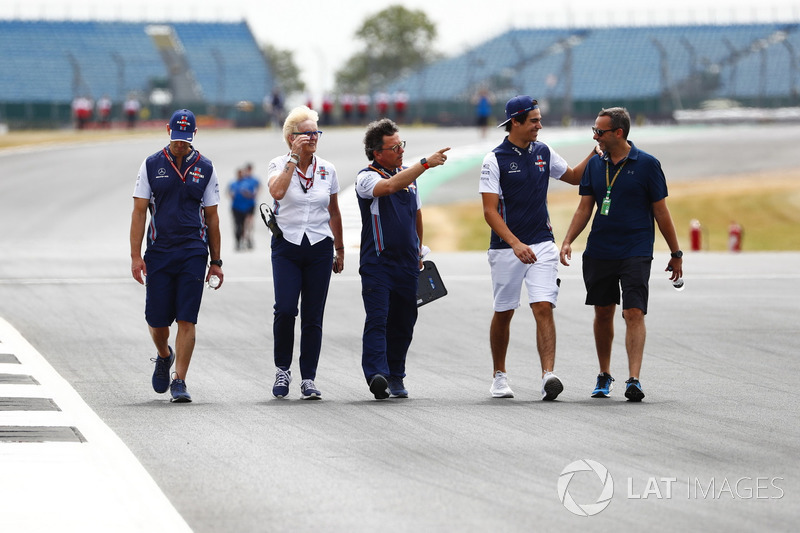 Lance Stroll, Williams Racing, cammina lungo il circuito