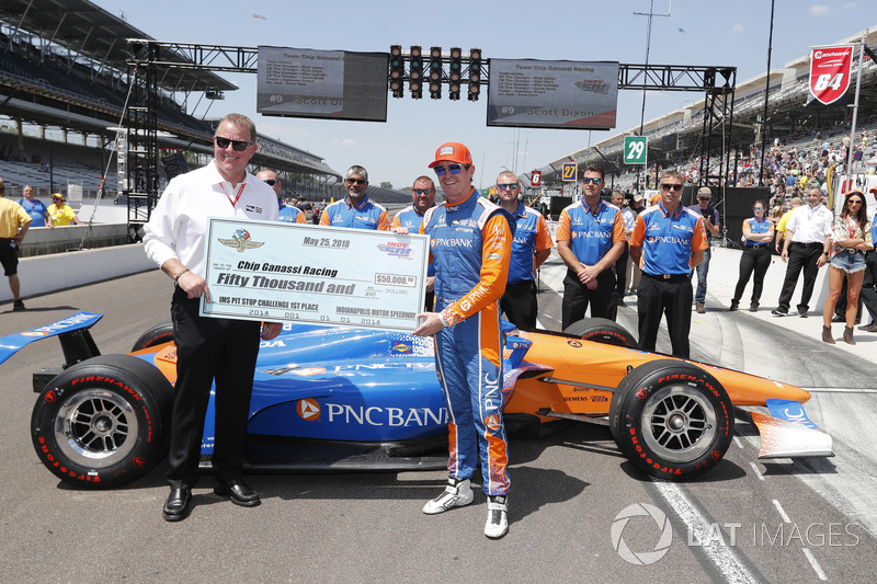 Scott Dixon, Chip Ganassi Racing Honda celebrates winning the Pit Stop Competition