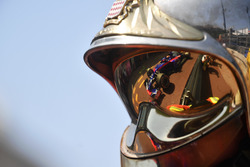 Brendon Hartley, Scuderia Toro Rosso STR13 reflected in a fireman helmet