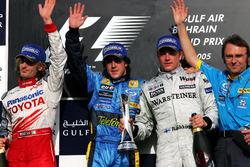 Podium: second place Jarno Trulli Toyota, Race winner Fernando Alonso, Renault F1 Team, third place Kimi Raikkonen, McLaren