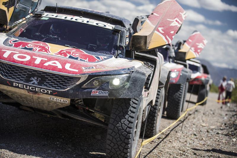 Peugeot cambia el discurso y ya sí se decanta por Sainz