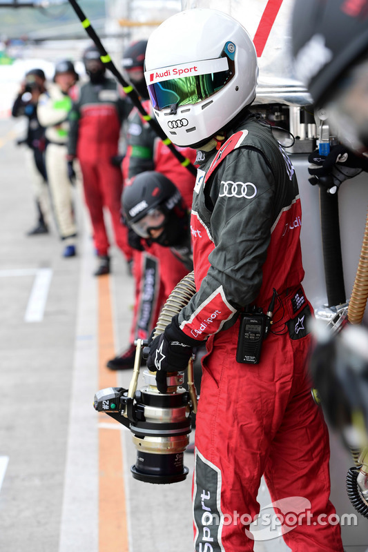 #7 Audi Sport Team Joest refueler