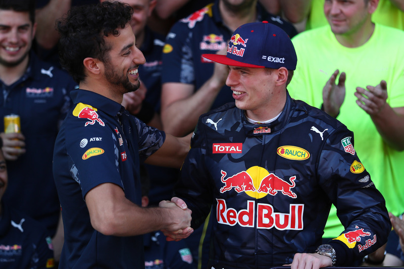 Daniel Ricciardo, Red Bull Racing congratulates Max Verstappen, Red Bull Racing after his first F1 w