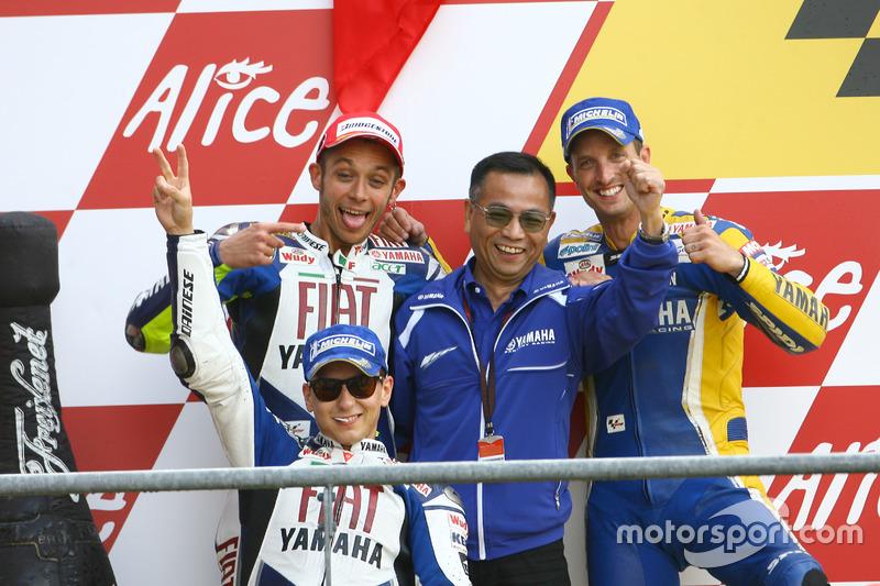 Podium: Race winner Valentino Rossi, Yamaha; second place Jorge Lorenzo, Yamaha; third place Colin Edwards, Tech 3 and Masao Furusawa, Yamaha