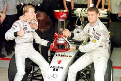 Erja Hakkinen kisses husband and the new Formula One World Champion Mika Hakkinen, McLaren