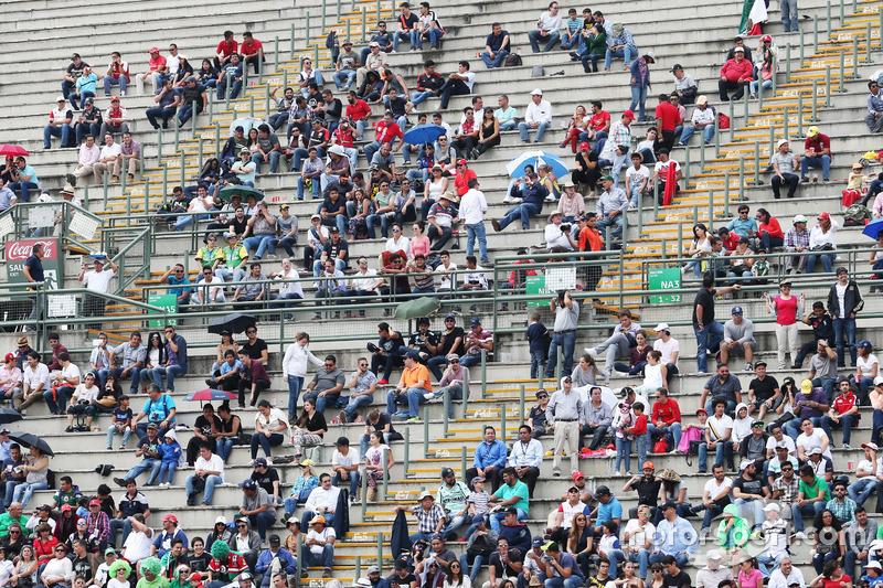Tifosi in tribuna