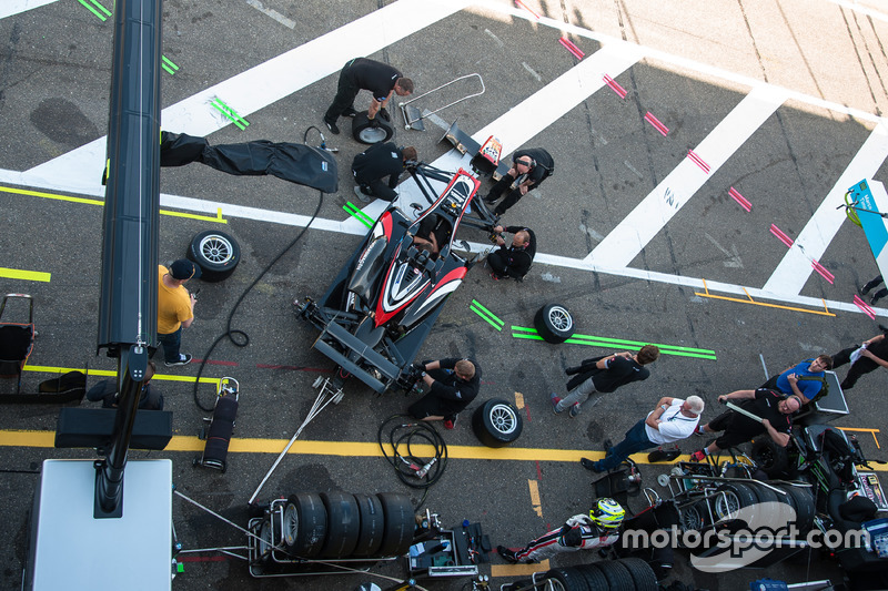 Joel Eriksson, Motopark Dallara F312 - Volkswagen, pit lane