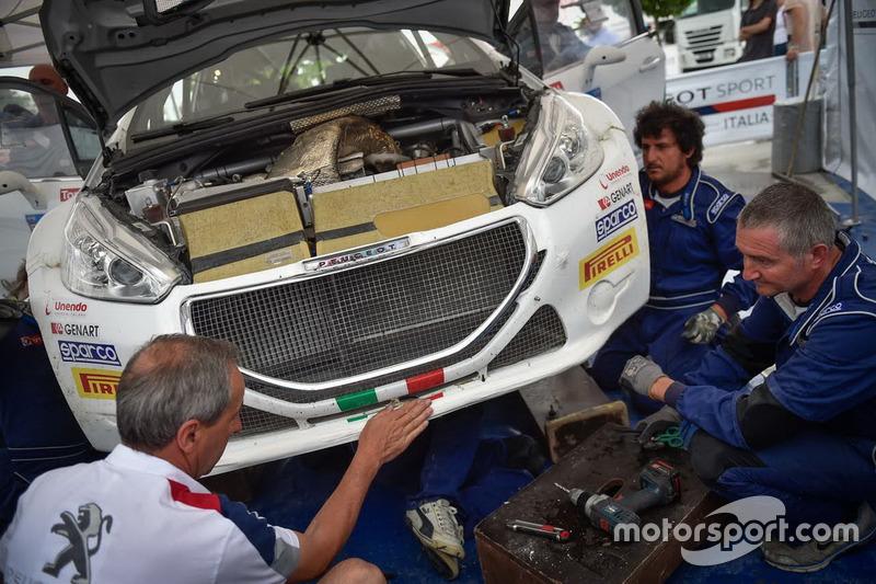 Fabrizio Fabbri con i tecnici
