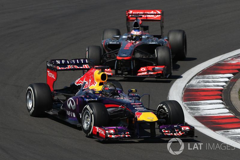 2 Red Bull RB9 - 2013