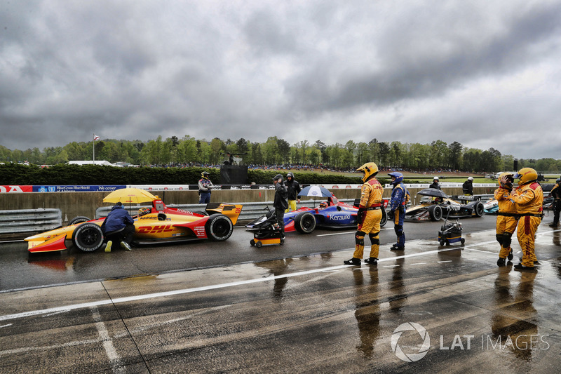 Cars stopped on pit lane under the red flag