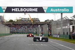 Lewis Hamilton, Mercedes AMG F1 W09, celebra su pole position