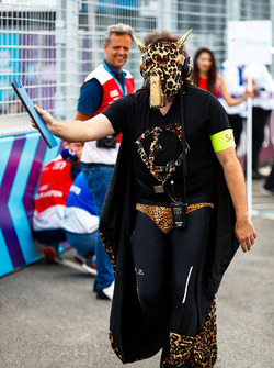 Jean-Eric Vergne, Techeetah, team member dresses up for the final race