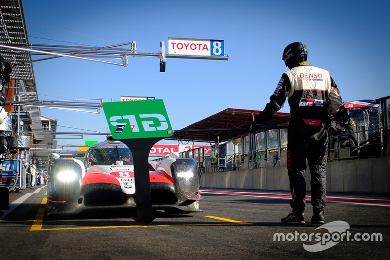 #8 Toyota Gazoo Racing Toyota TS050: Fernando Alonso, in the pit lane
