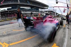 Sergio Perez, Force India VJM11 and tyre smoke