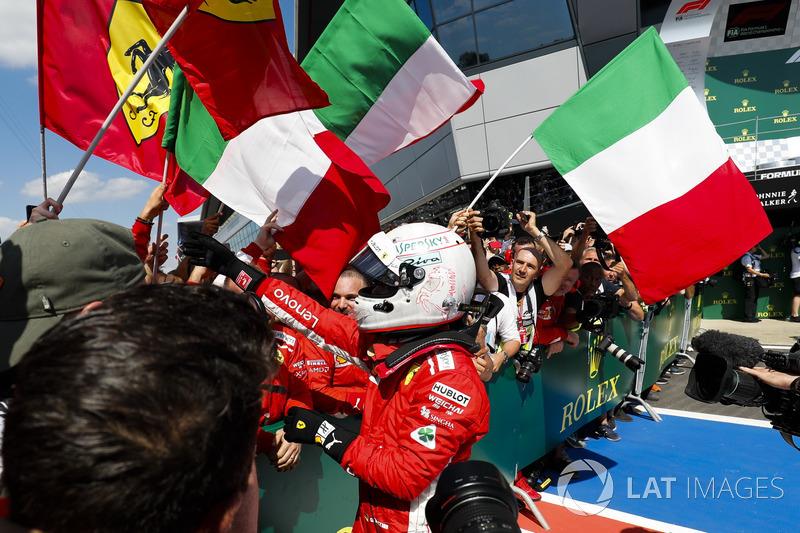 GP de Gran Bretaña: Ferrari golpea en casa de Hamilton
