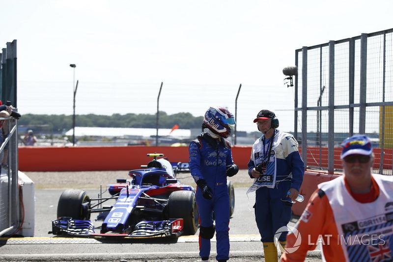 Pierre Gasly, Scuderia Toro Rosso STR13 s'arrête en piste