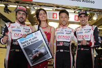 Обладатели поула Фернандо Алонсо, Казуки Накаджима и Себастьен Буэми, Toyota Gazoo Racing