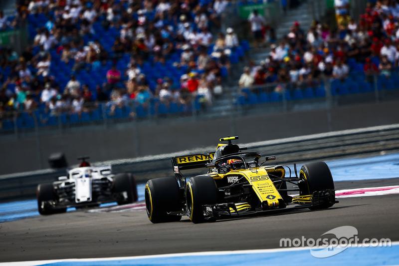 Carlos Sainz Jr., Renault Sport F1 Team R.S. 18, y Marcus Ericsson, Sauber C37