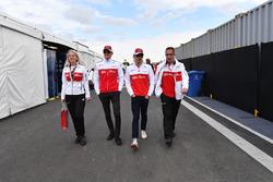 Ruth Buscombe, ingegnere della strategia Sauber, Marcus Ericsson, Sauber e Charles Leclerc, Sauber